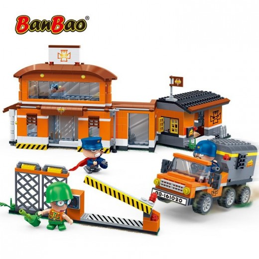 Banbao Constructor Station (622 Pieces)