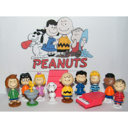 Snoopy 12 Figures Assorted Foilbag 24 Pack